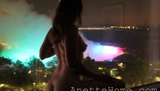 naked at niagara falls